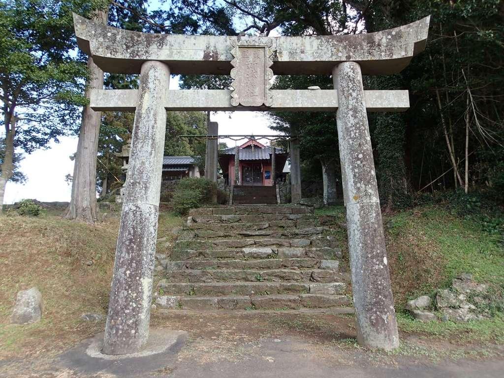 新城神社の鳥居