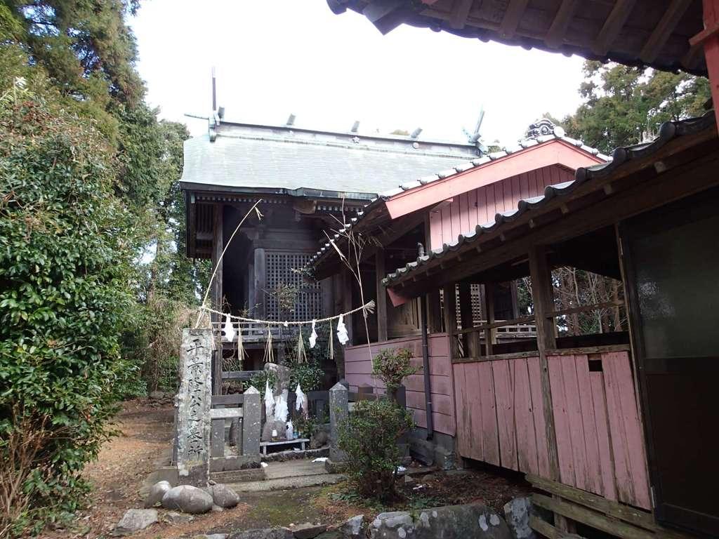 新城神社の本殿
