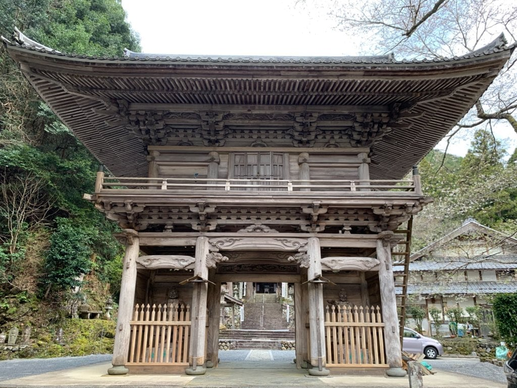 甘南美寺の山門
