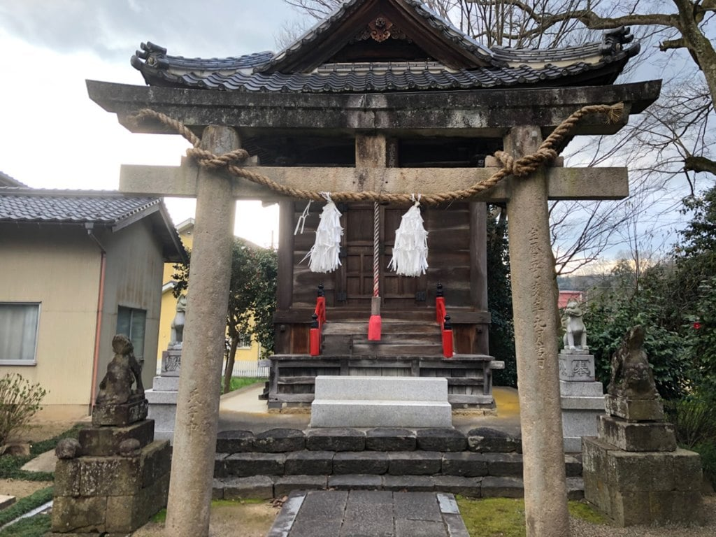 女代神社の末社