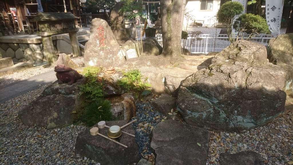 本土神社の庭園