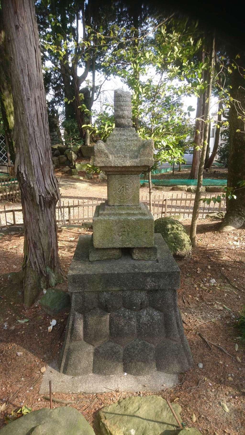 本土神社の塔