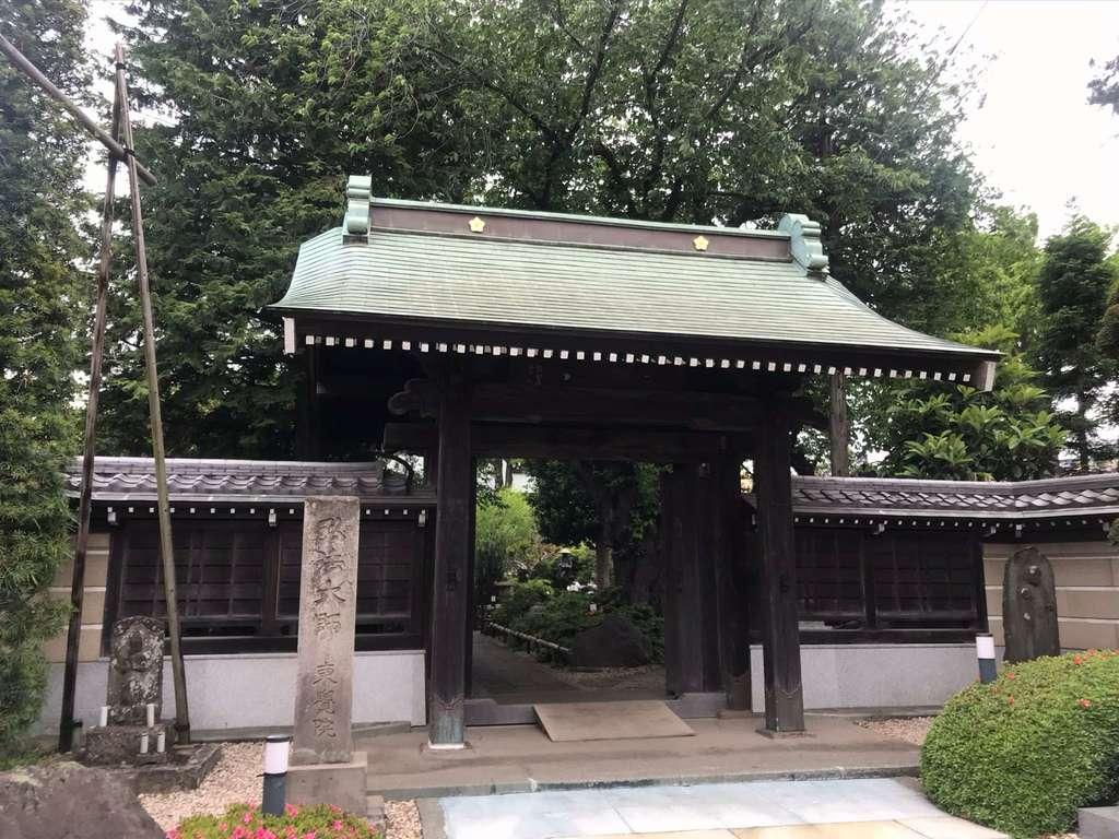 東覺院の山門