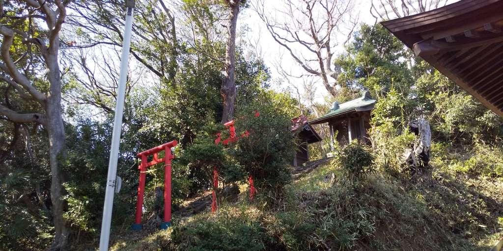 白旗神社の末社