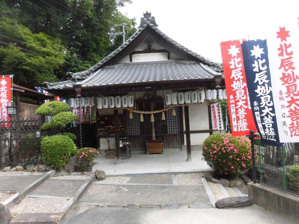 妙長寺の本殿