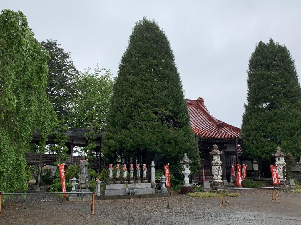 崇真寺(開運犬り切不動尊)の地蔵