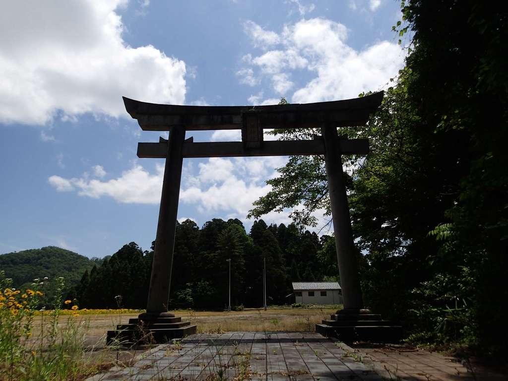 長岡神社・八幡神社・天御布須麻神社の鳥居