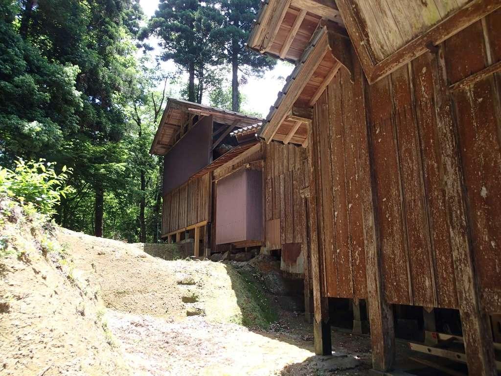 長岡神社・八幡神社・天御布須麻神社の本殿
