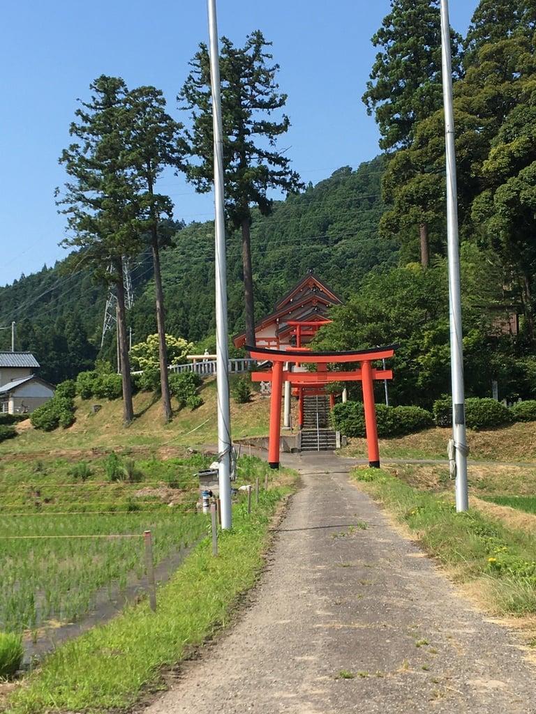 多禰神社の鳥居
