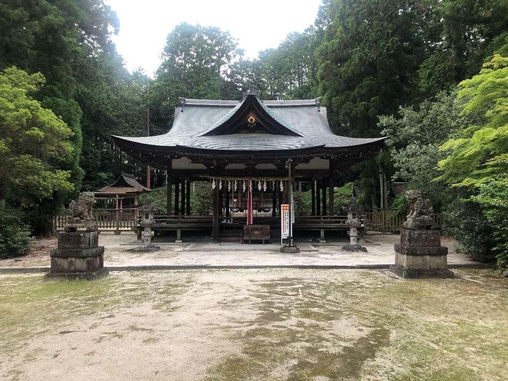 大笹原神社の本殿
