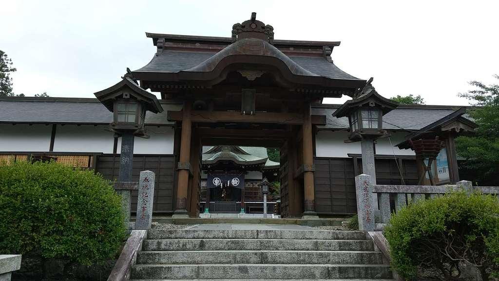 靜神社の山門