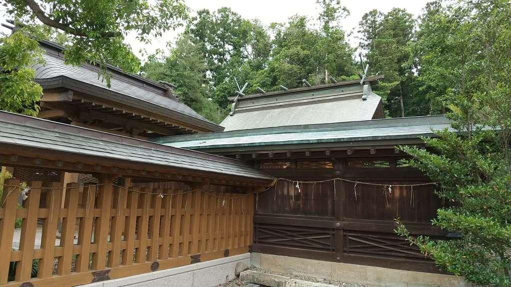 靜神社の本殿