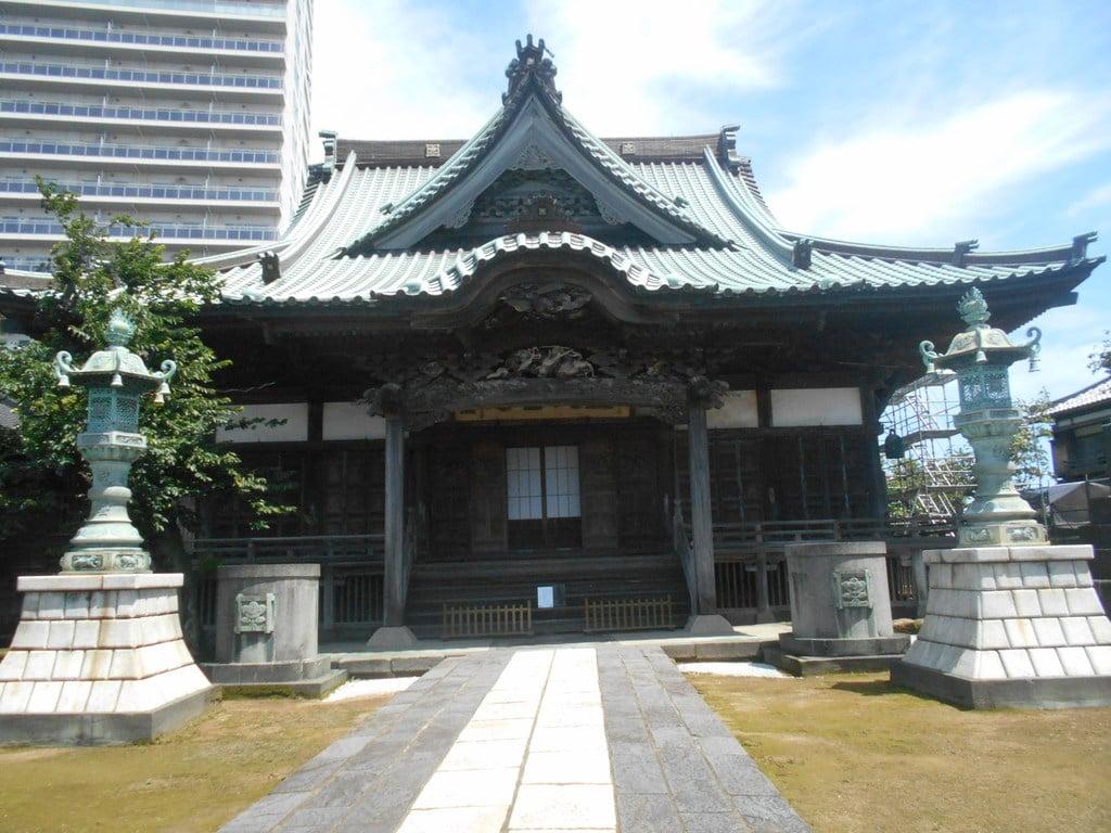 龍本寺の本殿