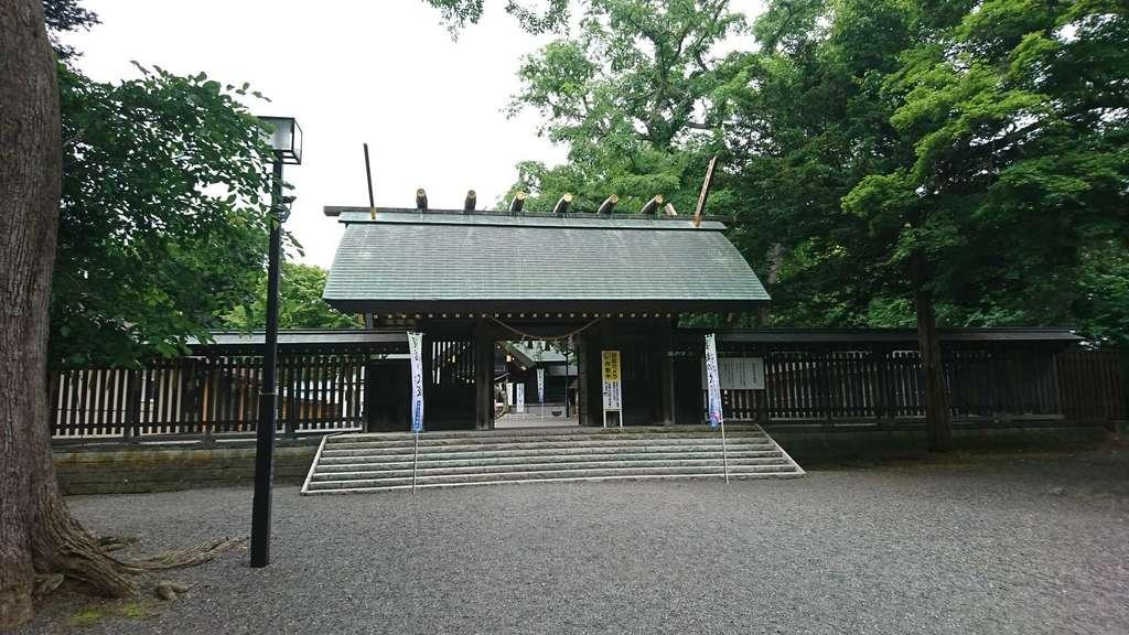 千歳神社の山門