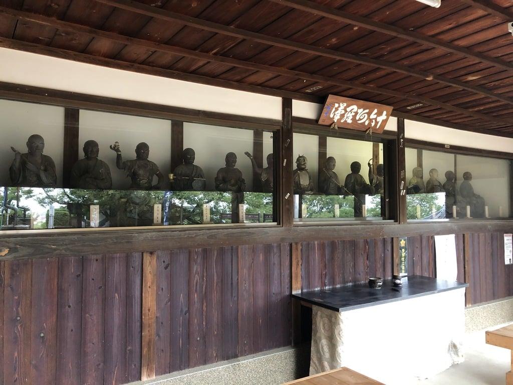 慈眼寺の像