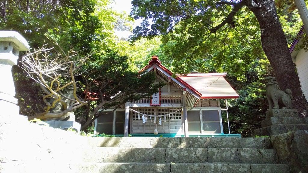 神威神社の本殿