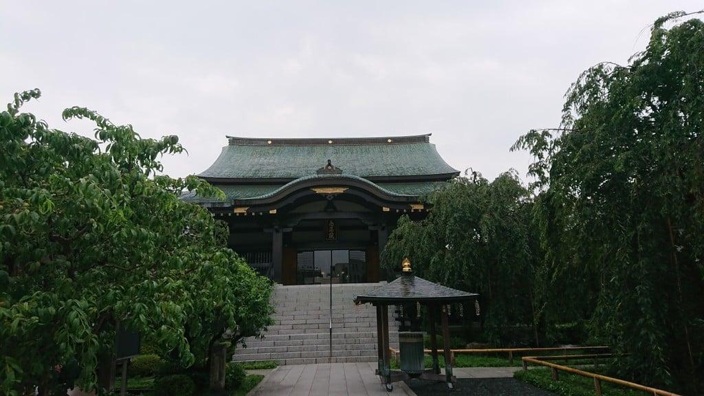 南藏院の本殿