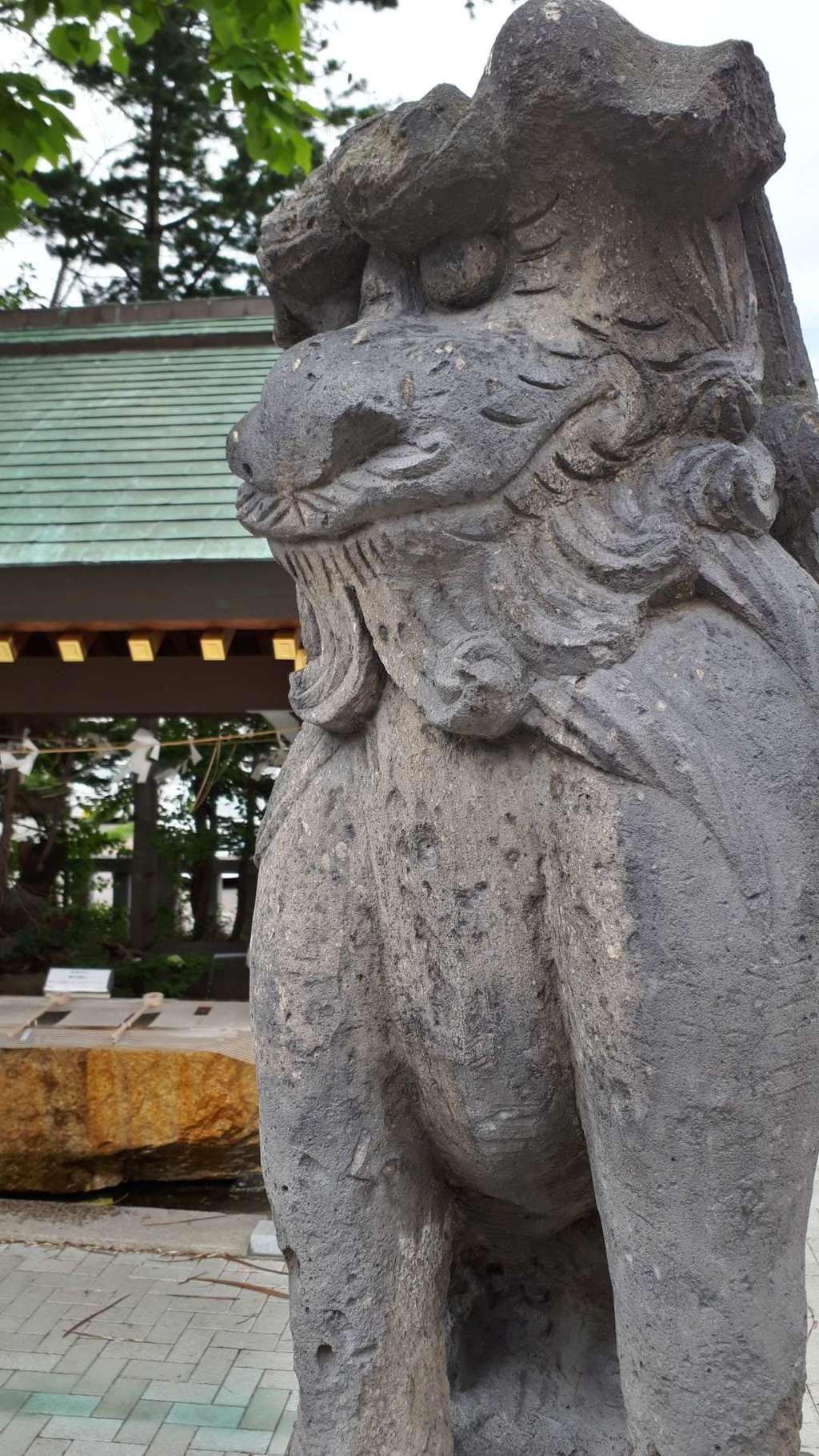 烈々布神社の狛犬