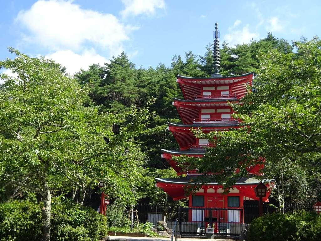 新倉山浅間公園忠霊塔の建物その他