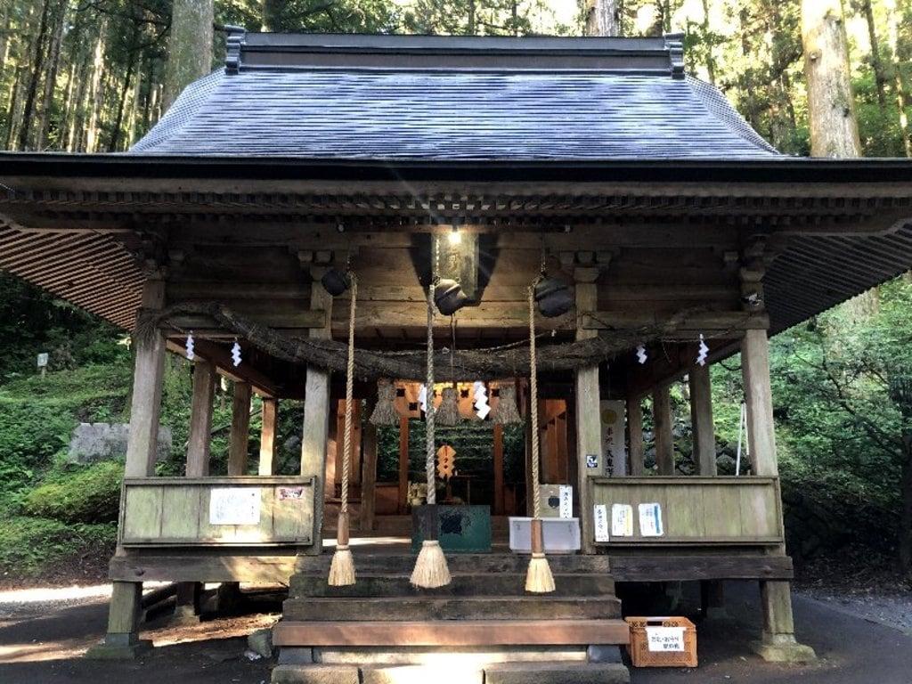 上色見熊野座神社の本殿