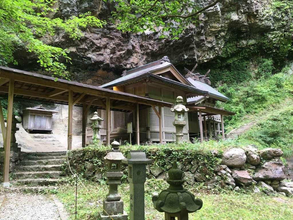 壇鏡神社の本殿
