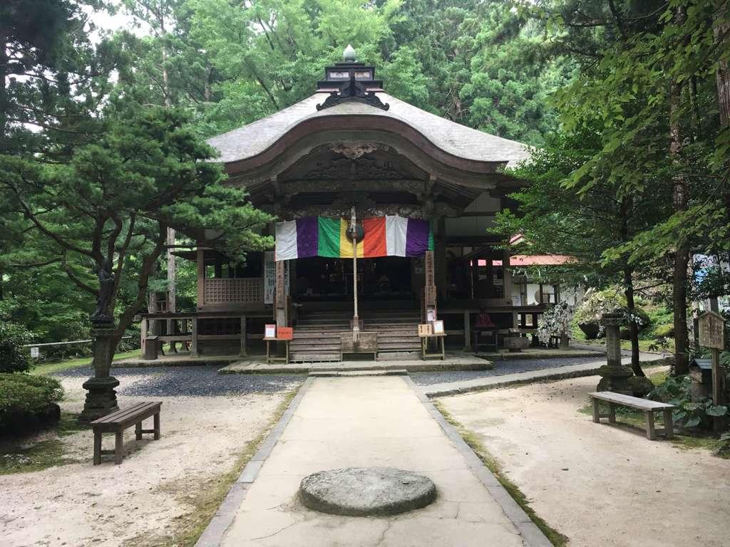 三佛寺の本殿