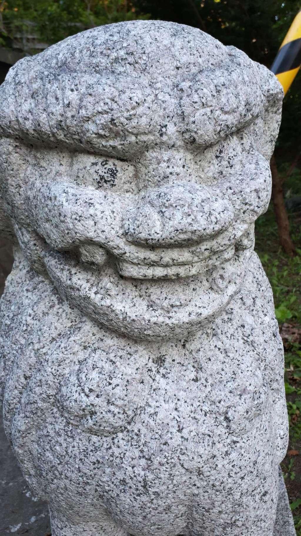 神恵内嚴島神社の狛犬