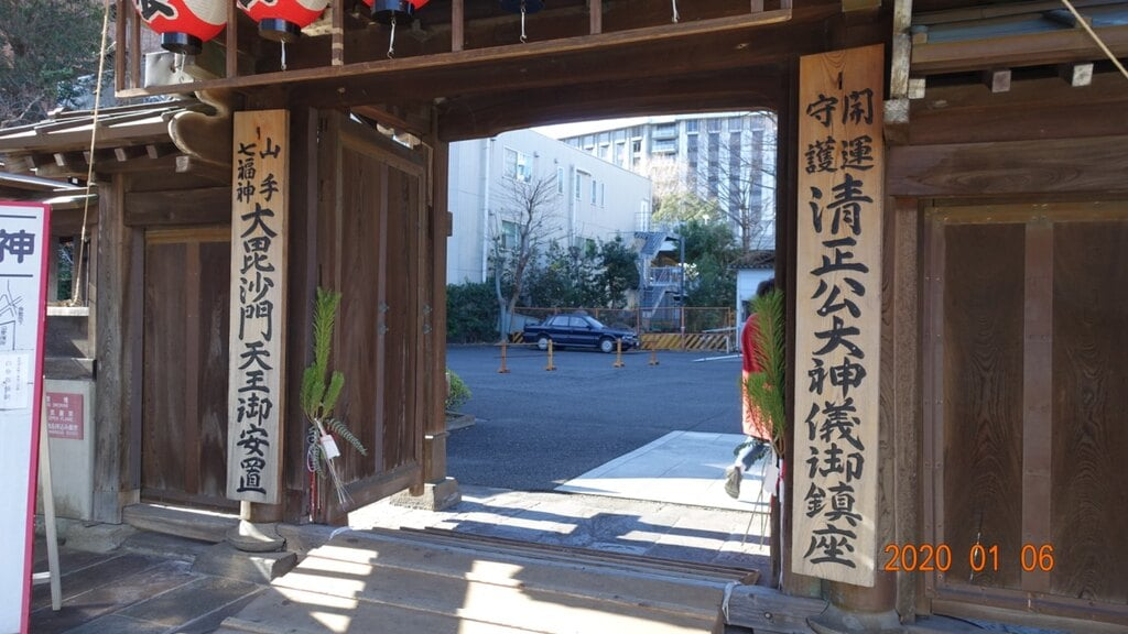 覚林寺の山門