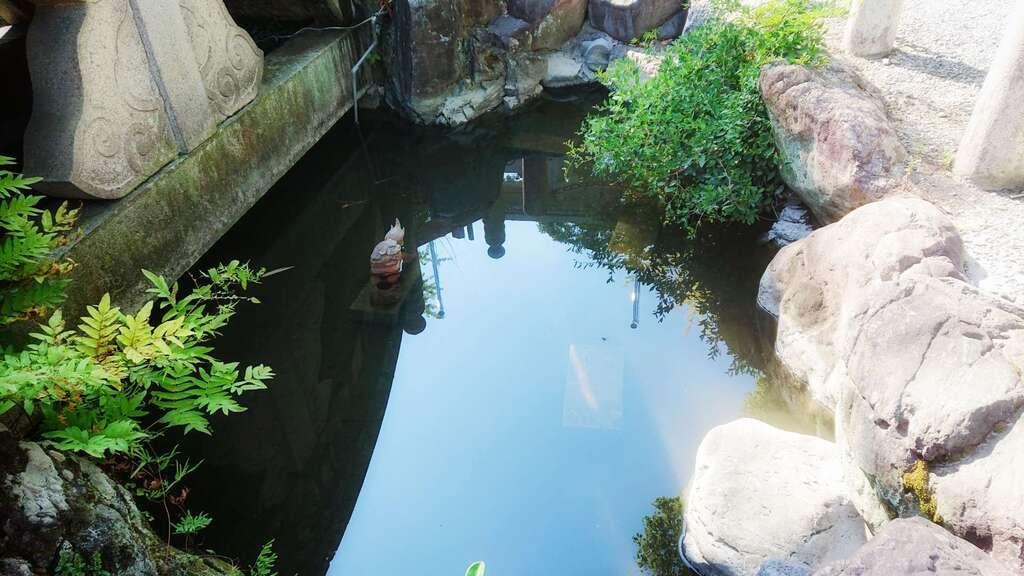 若宮神明社の庭園