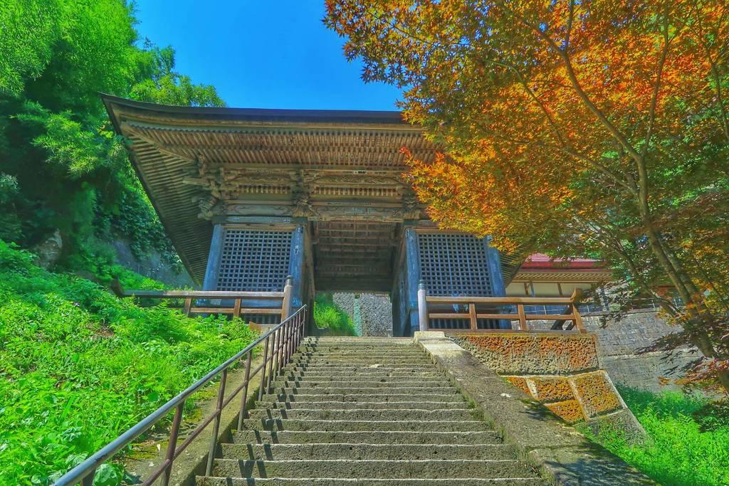 宝珠山 立石寺の山門