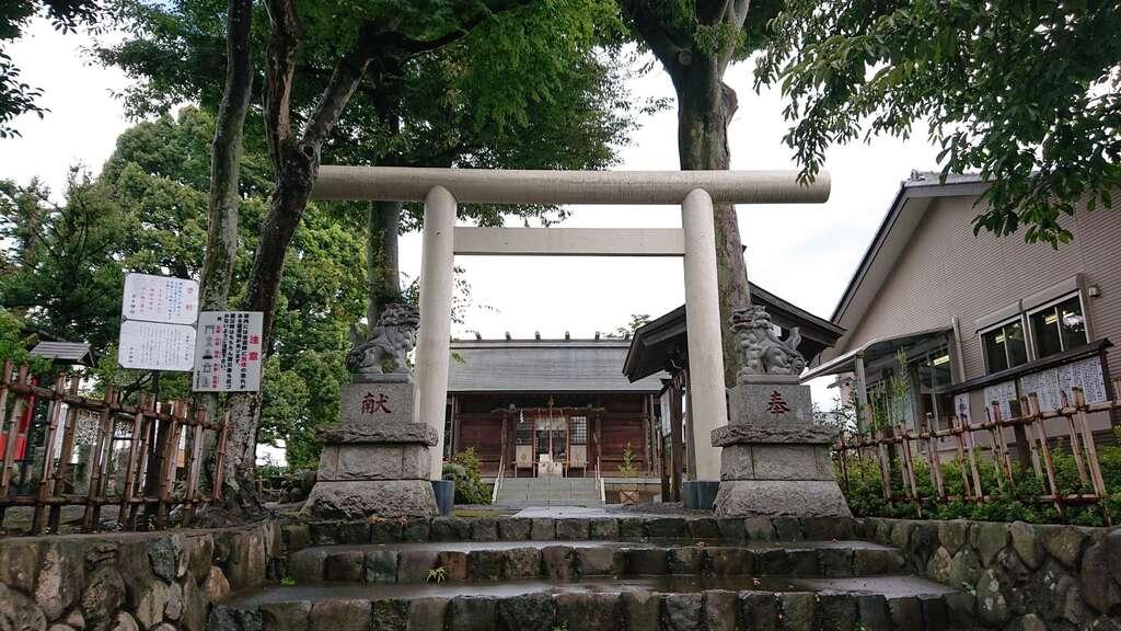 日々神社の鳥居