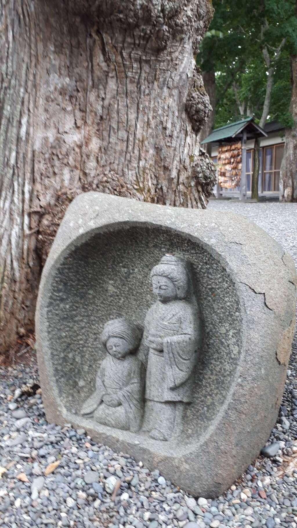 千歳神社の像