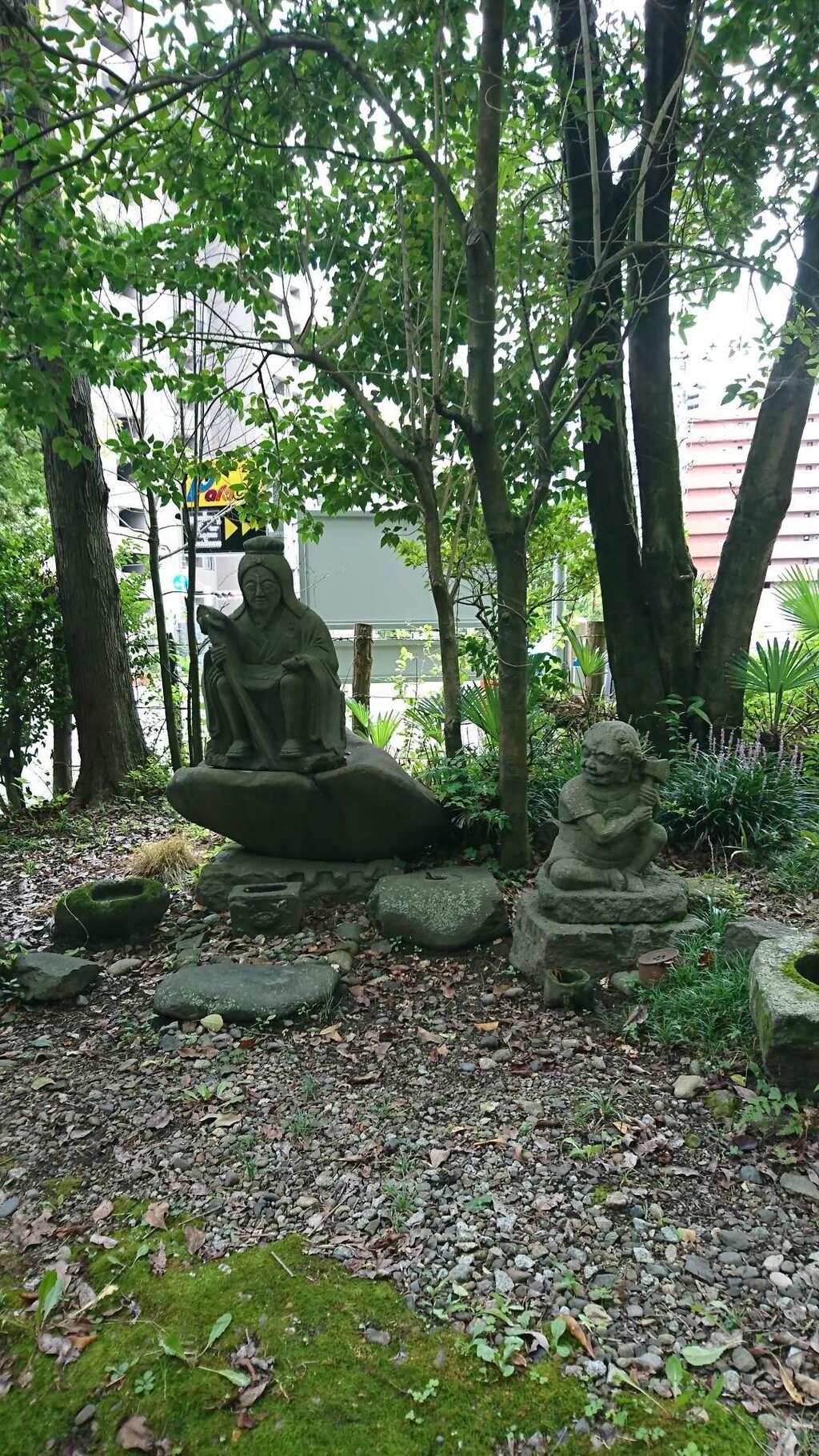 蛎崎神社の像