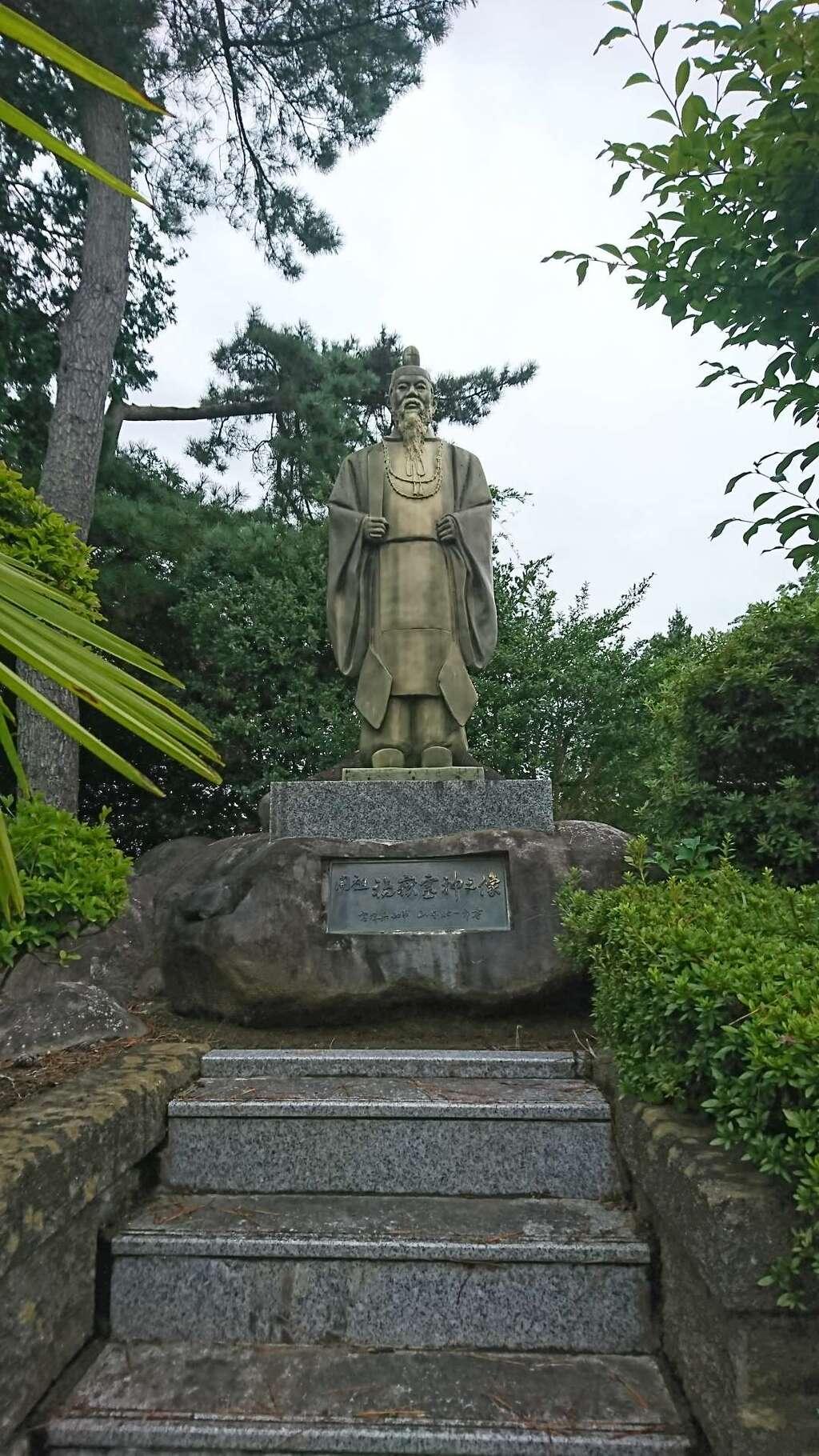御嶽三吉神社の像