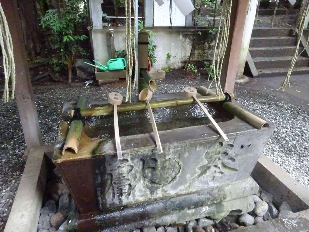 座間神社の手水