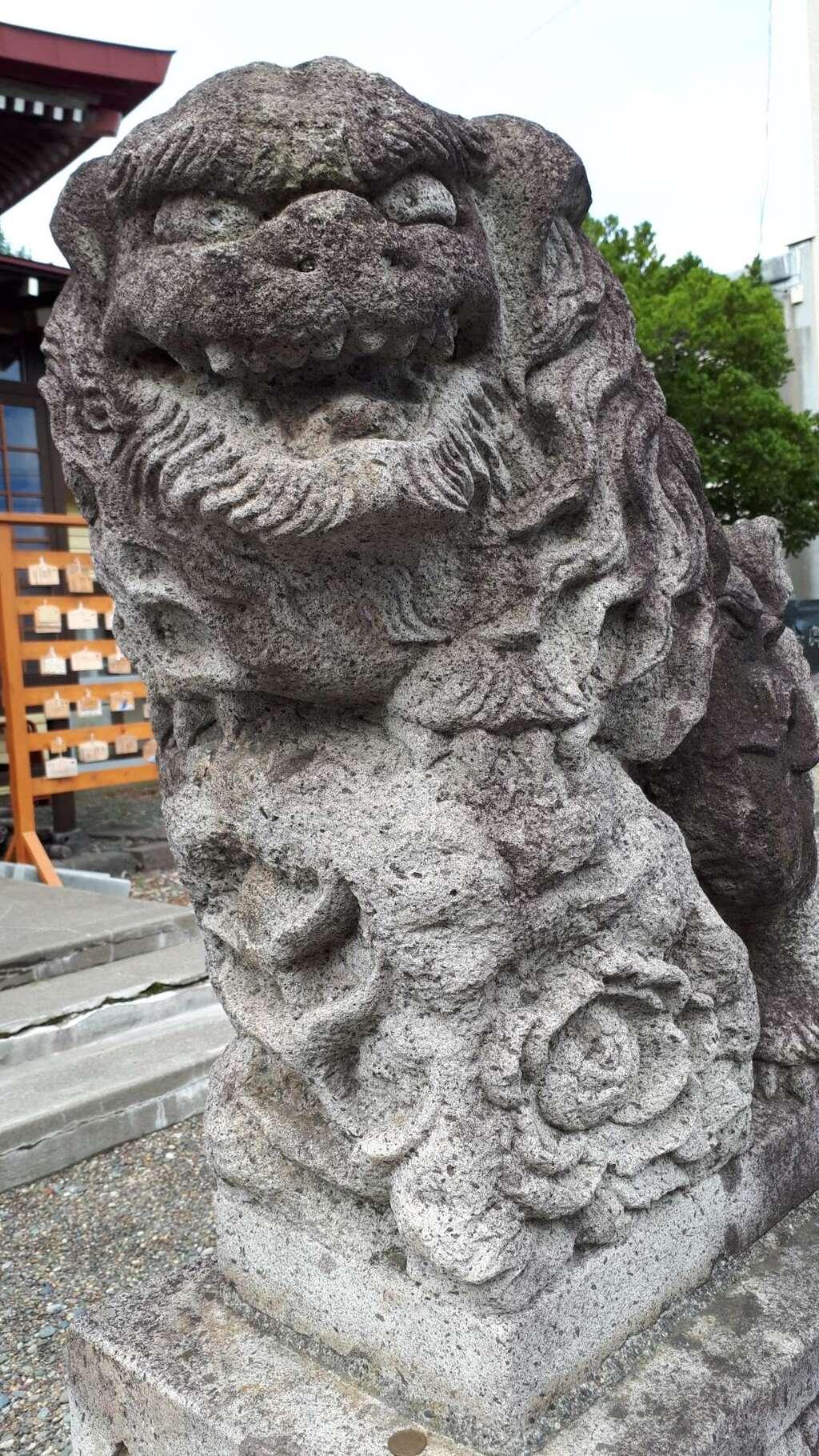 伊達神社の狛犬