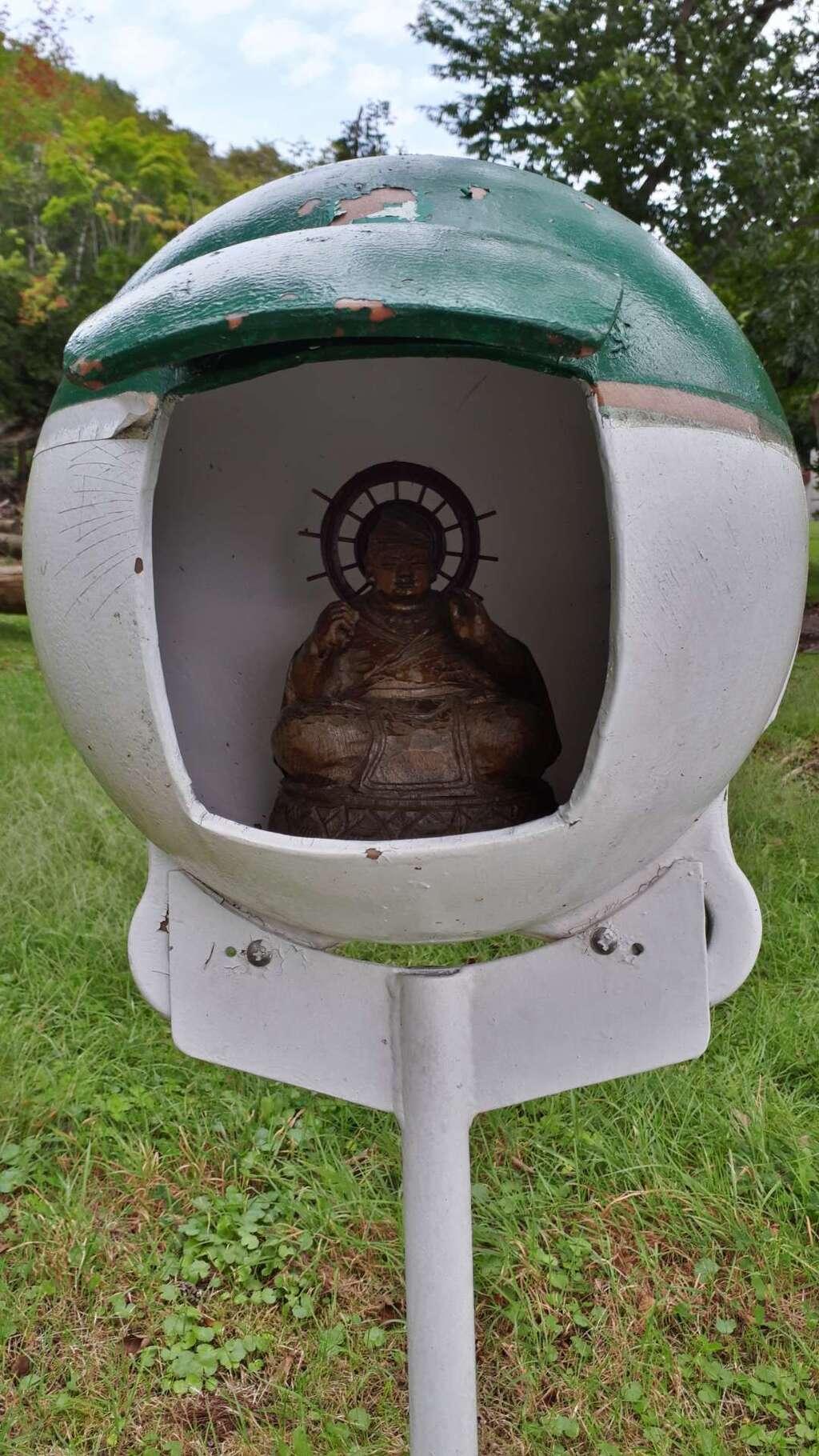 神社(洞爺湖中の島)の仏像