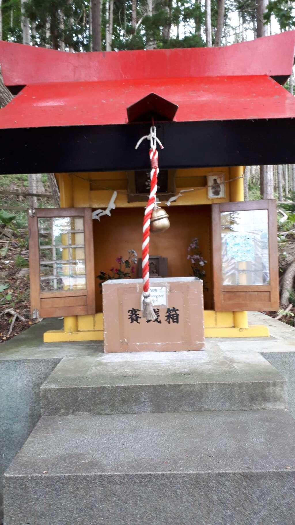 神社(洞爺湖中の島)の本殿