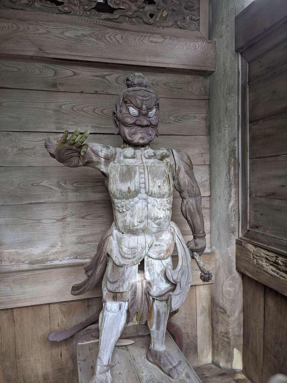 甘南美寺の像