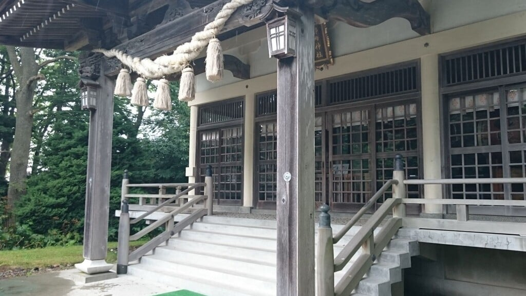 靜内神社の本殿