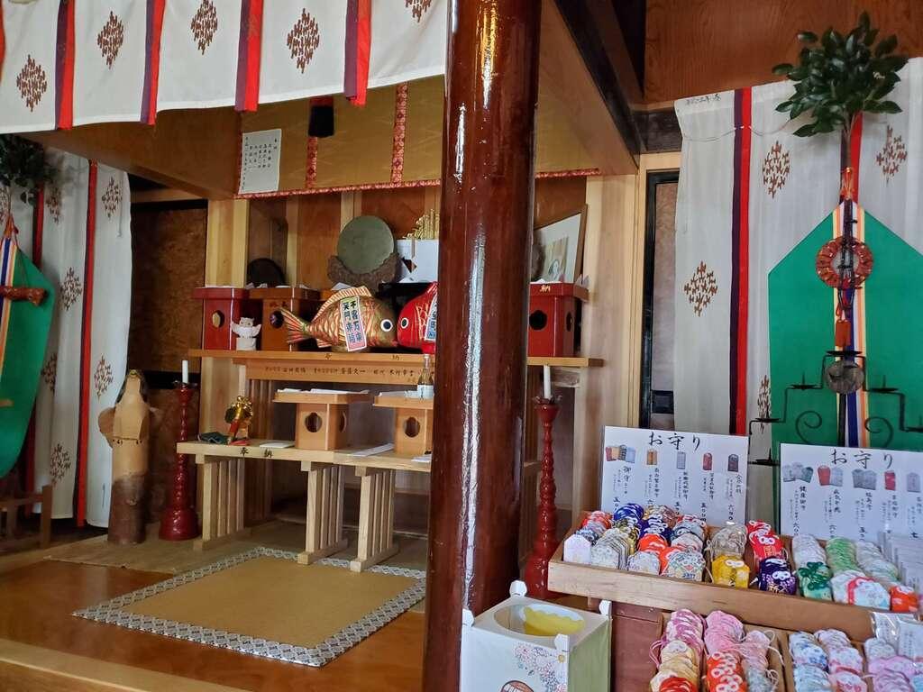 八面神社の本殿