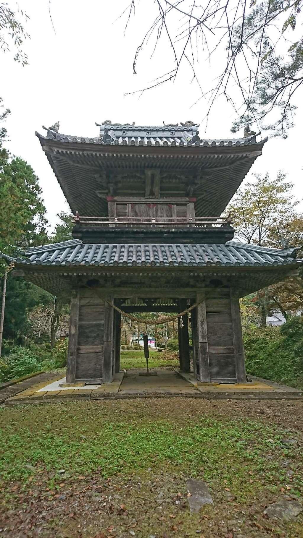 華足寺の山門