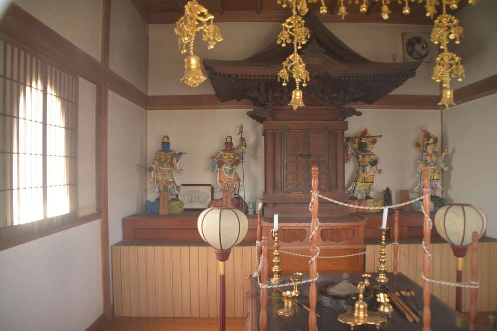 円照寺の本殿