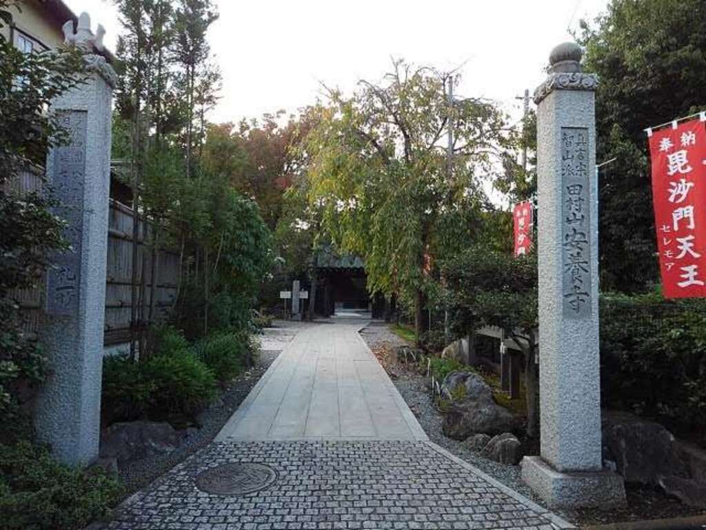 安養寺の山門