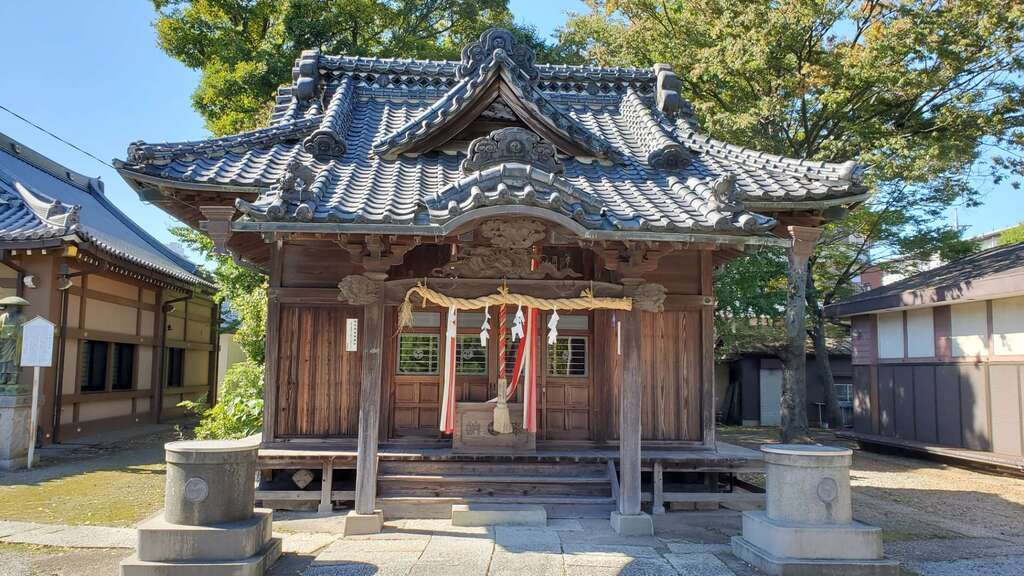 六月八幡神社の本殿