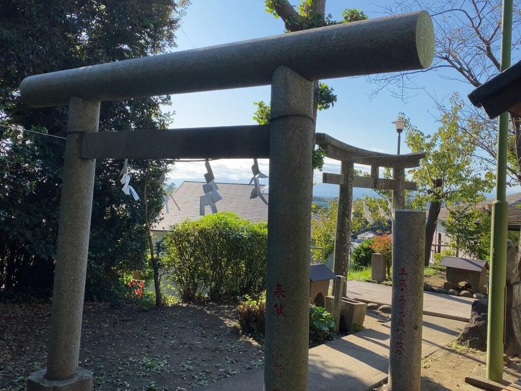 片瀬諏訪神社の鳥居