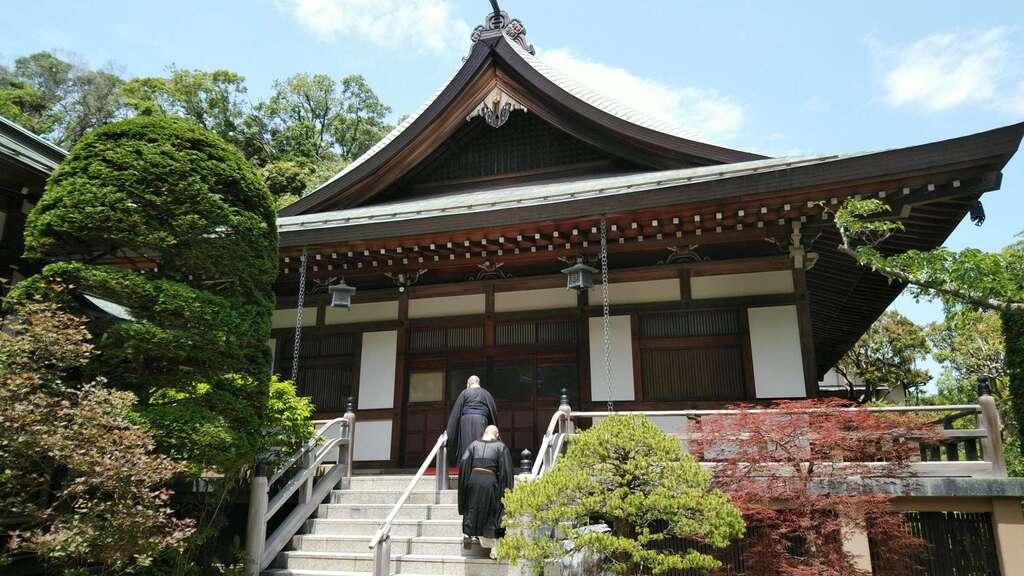 報国寺の本殿