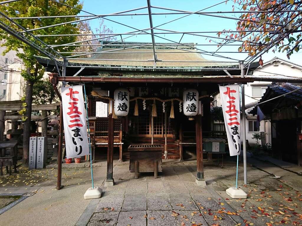 河堀稲生神社の本殿