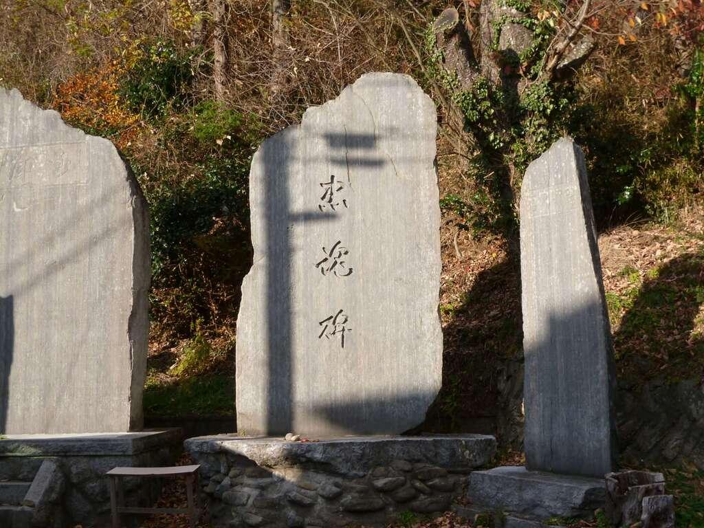 八幡神社(鹿折)の塔