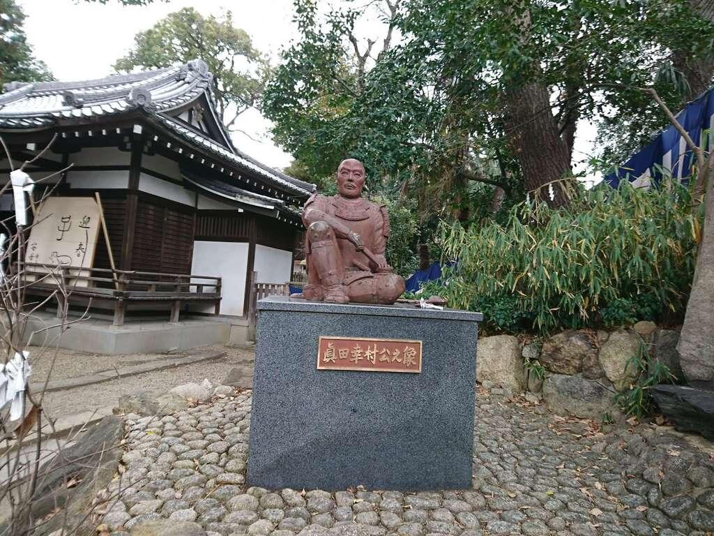 安居神社の像